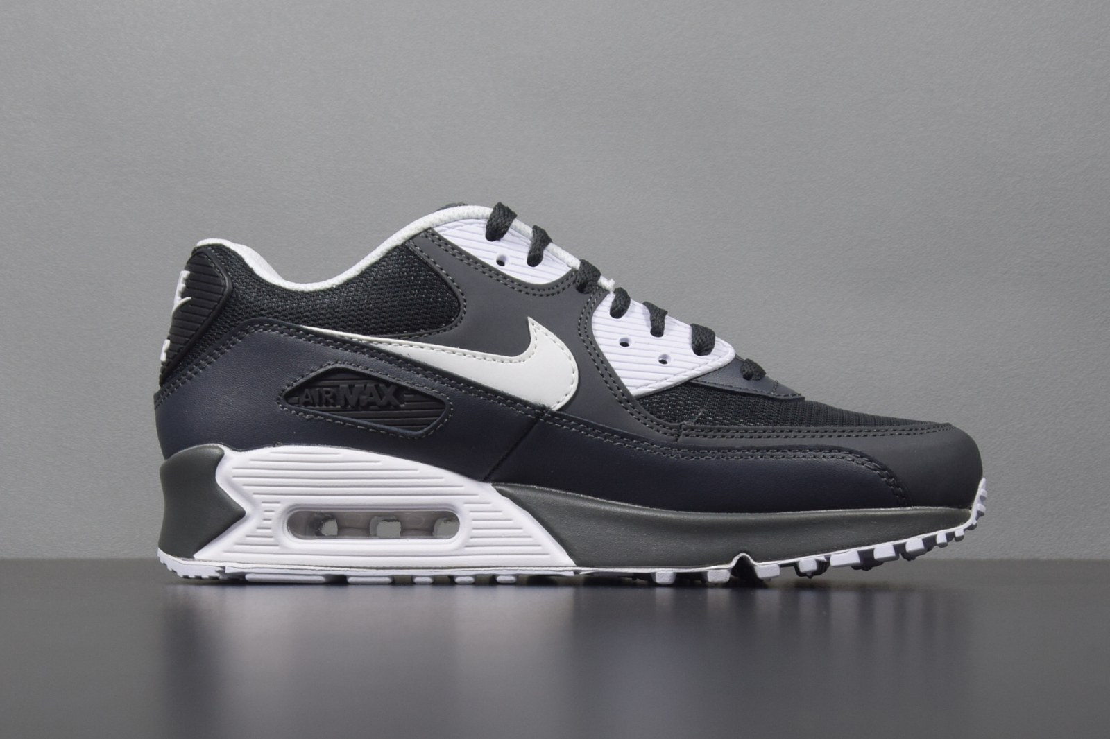 Кроссовки Nike Air Max 90 Essential