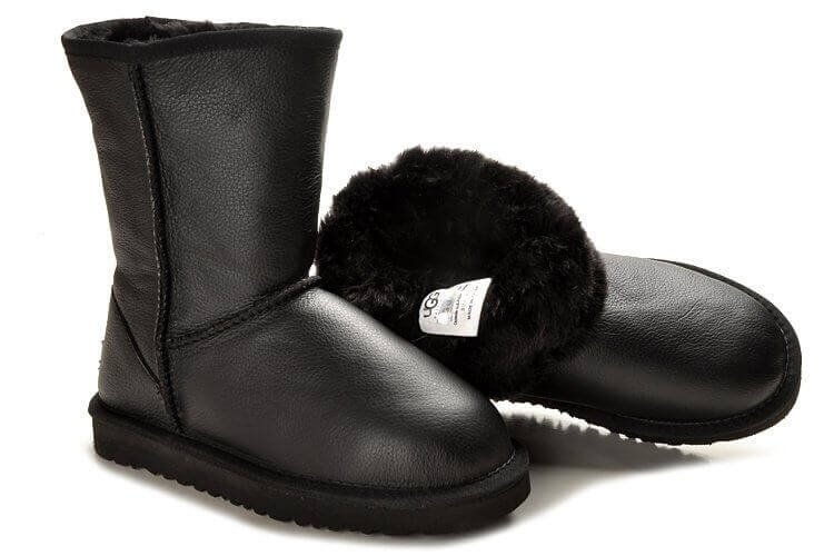 UGG CLASSIC SHORT II LEATHER BOOT
