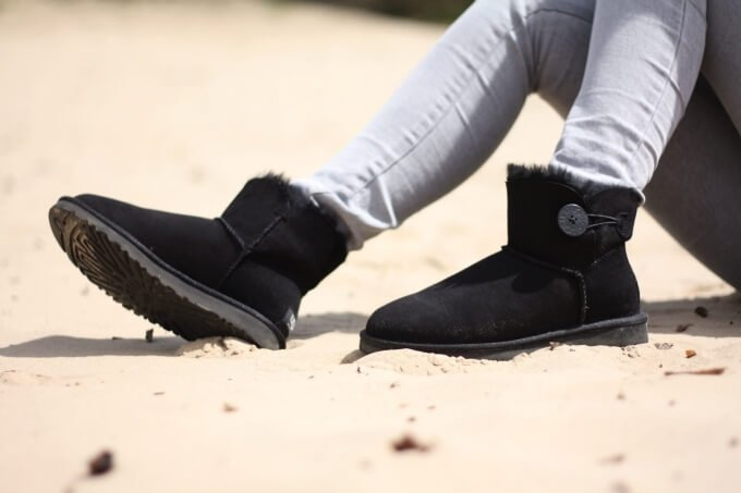 UGG Bailey Button Black Mini